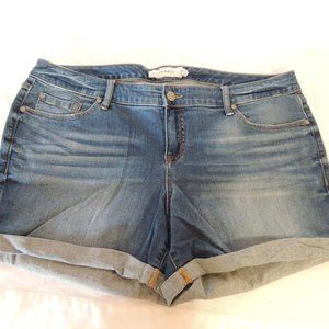 Torrid Womens cuffed jean shorts size 18